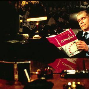 manajer kasino membaca I Croupier